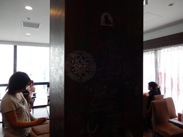 10_歩き回るのが普通なカフェ.jpg
