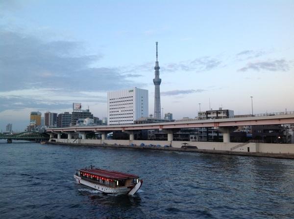 2414_最初の橋の上から_ちょうど船が来た.jpg